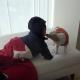 【わんこ動画】「ねえ遊ぼ!」ペロっと舐めた犬に寝起きの子供は…